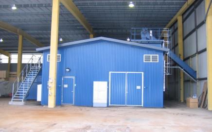 Vimmerby Energi AB, Gullringen. Komplett leverans av Hollensen fastbränslepanna samt LOOS/SAACKE biooljepanna med brännare. 2 MW briketter/torrflis + 3 MW bioolja.