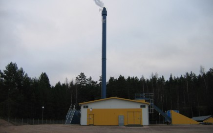 Vimmerby Energi AB, Storebro. Komplett leverans av Hollensen fastbränslepanna samt LOOS/SAACKE biooljepanna med brännare. 2 x 2 MW briketter/torrflis + 6 MW bioolja.